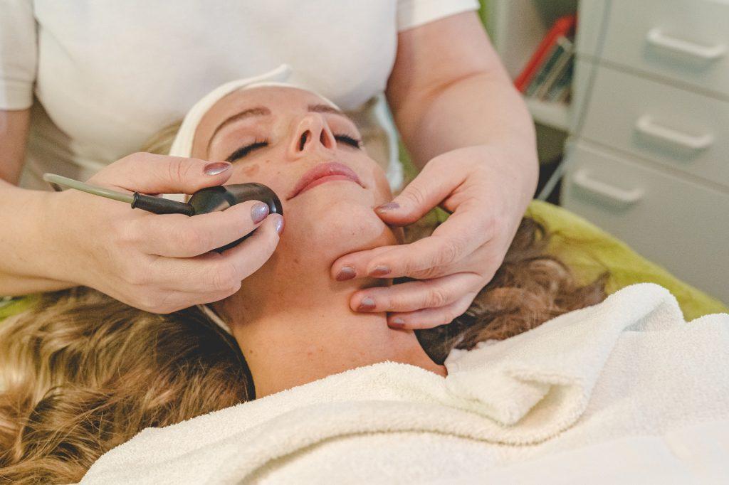 Kosmetikstudio-Driller-Bruchsal-Gesichtsbehandlung